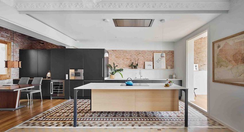 The house combines red and mosaic tiles - Interior Design Ideas