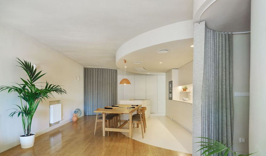 Refurbished 40m2 apartment by artistic curves