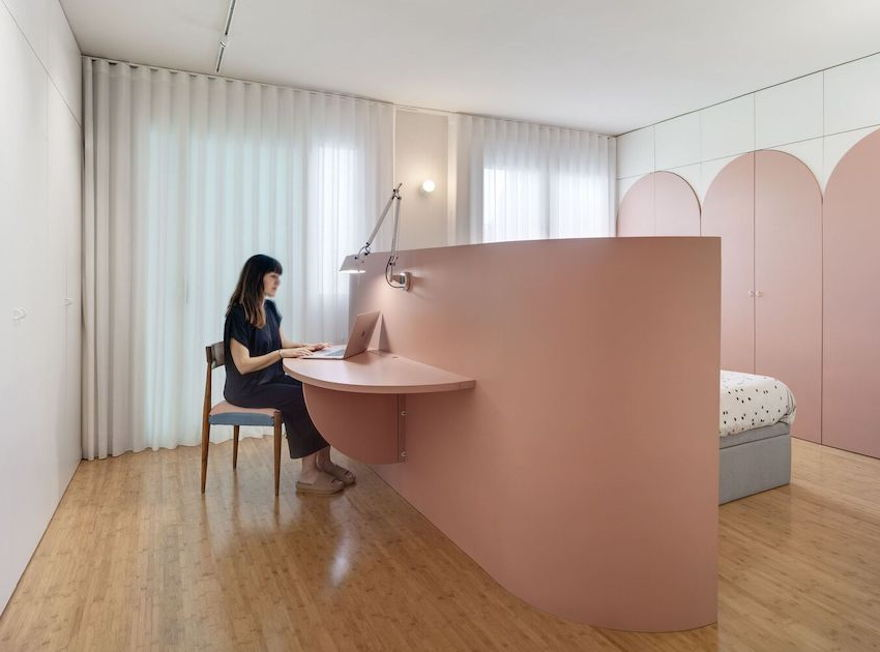 How to decorate a female bedroom